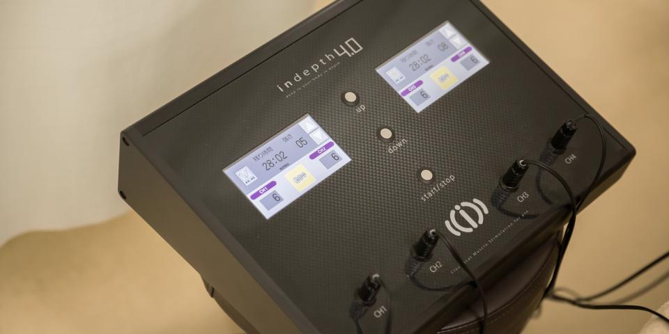 EMS(神経筋電気刺激療法)機器